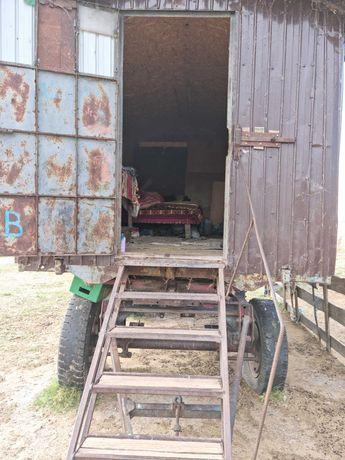 Vagon pe remorca auto