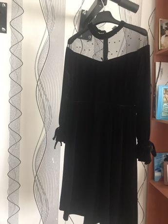 Продам  платья для молодых девушек