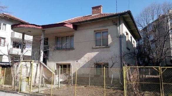 Самостоятелна къща Кюстендил Център