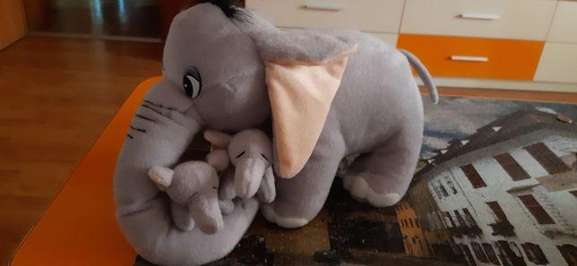 Elefantel cu 2 pui
