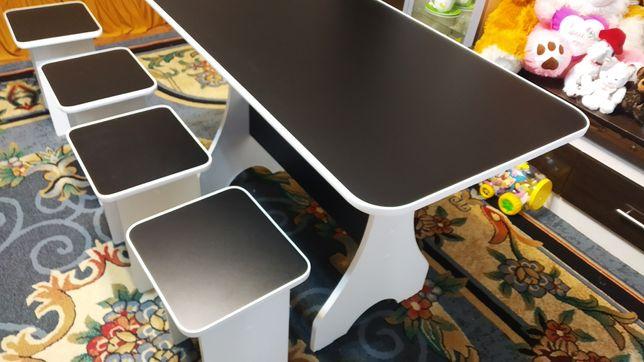 Продам новый стол кухонный и 4 табуретки
