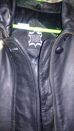 Vand haina neagra din piele