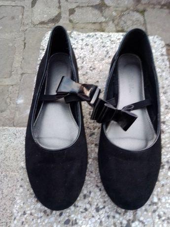 черни обувки с лачена панделка 36 номер за момиче