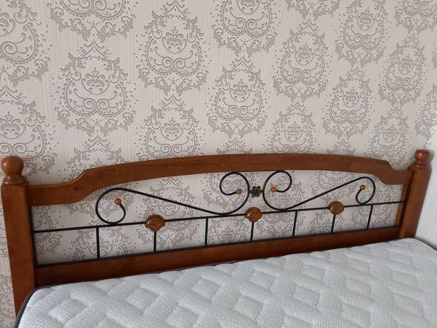 Двуспальная кровать и матрас