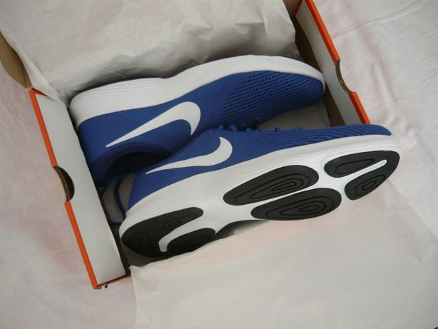Nike ,numarul 46,noi ,la cutie