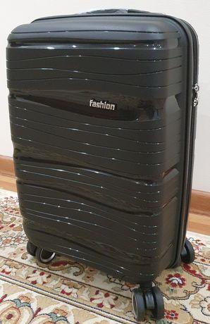 Срочно продам Дорожный чемодан на колёсах