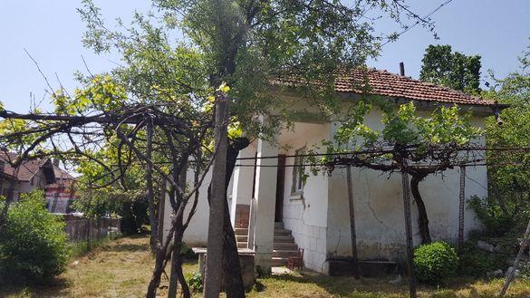Къща, център гр. Ябланица