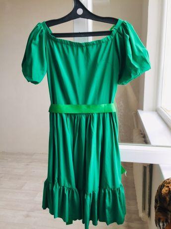 Платье крестианочка от Валентино, качество шикарное 42-44 размер