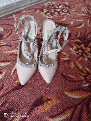 Продам туфли Валентино 35 размера