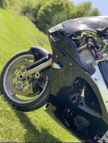Motocicleta Suzuki 600