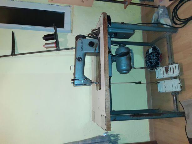 Masina de cusut industrial sau casnic