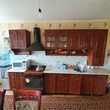 Продам кух. гарнитур в хорошем состоянии и газовую плиту.