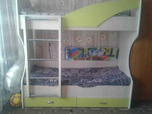 Продам детскую двухярустную кровать