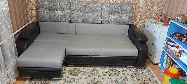 Продам диван трансформер с атоманкой