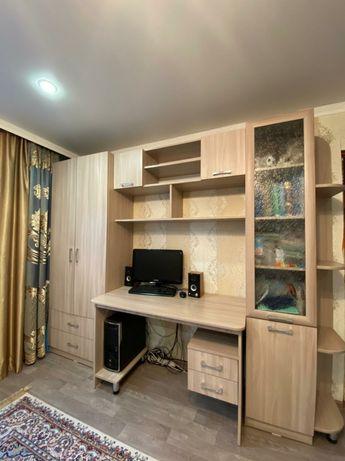 Продам подростковый уголок 2 шкафа ,стол,полка и тумба