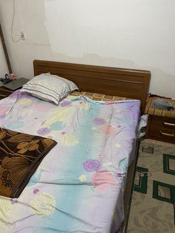 Спальни с тумбы
