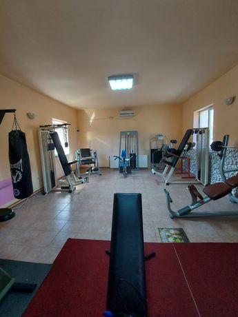 Vând aparate sala de fitness.