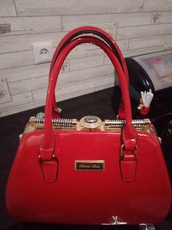 Продам красную сумку, лакированную