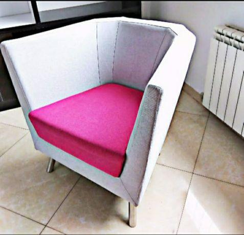 Софа и кресло .в офисе смотрится бесподобно!в прекрасном состоянии.
