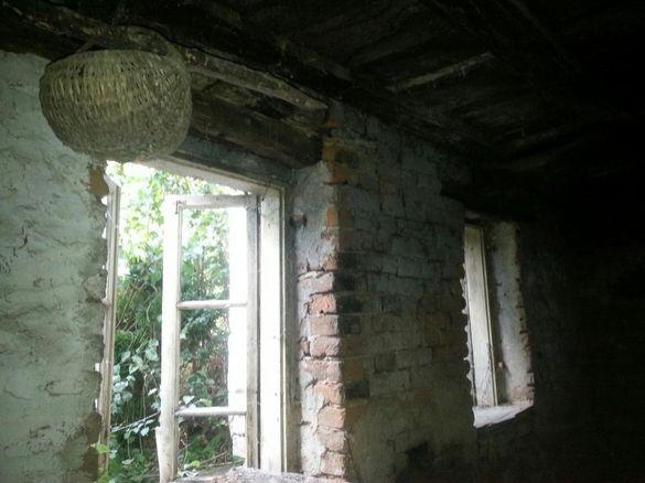 Стара двуетажна къща-занаятчийска.За реновиране.Цената е до 15 02..