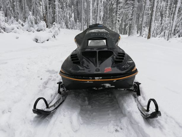 Vând Snowmobil
