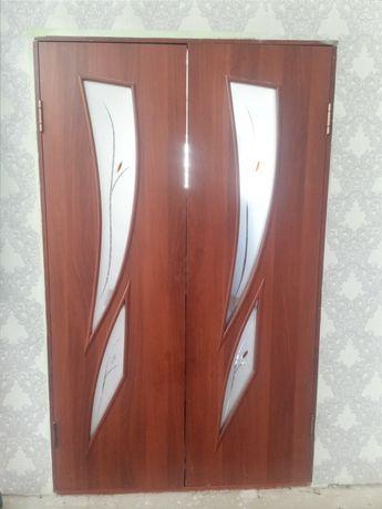 Продаем двери в гостинную б/у