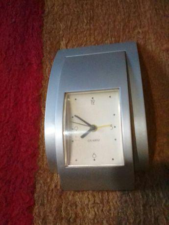 Настолен часовник- калкулатор