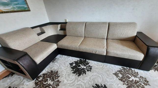 Продам диван российского производства 150000.
