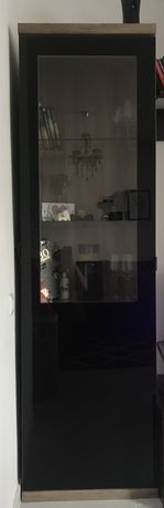 Шкаф с лед осветление