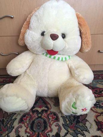 голям плюшен мечок