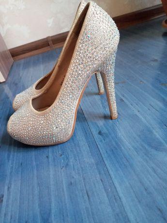 Продам Туфли ••••