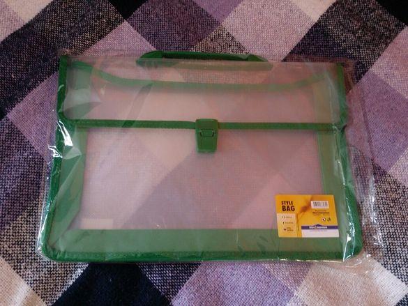 Куфарче за документи прозрачно със зелени кантове