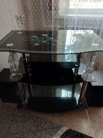 Продаю столик под телевизор