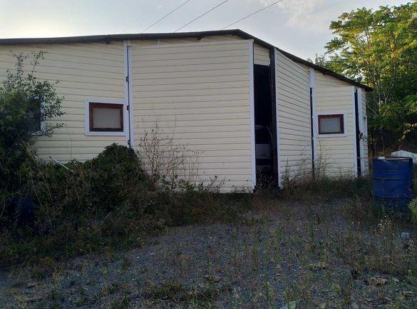 Преместваемо хале склад с метална конструкция и покрив