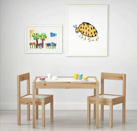 Детска маса с 2 броя столчета.
