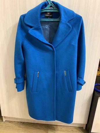 Продам пальто 42 р.