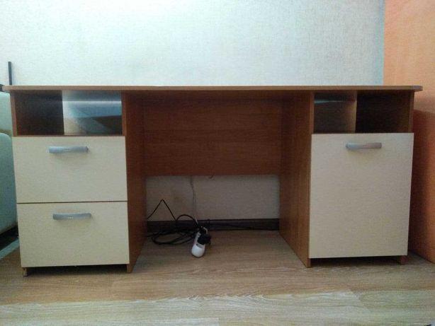 продам стол офисный в хорошем состоянии