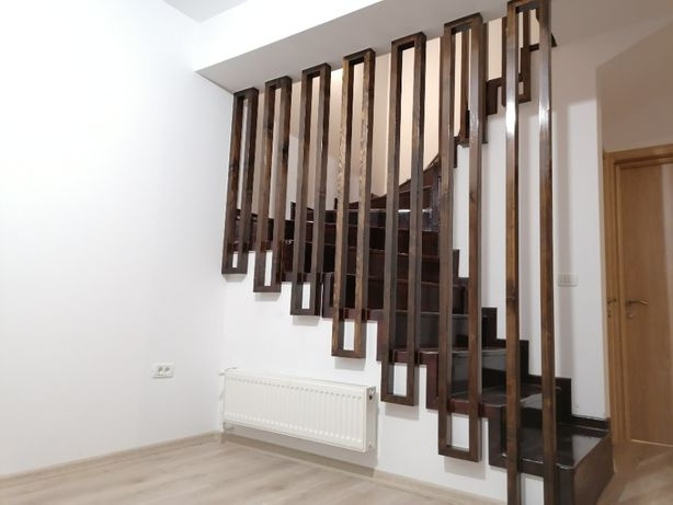 Balustrada interior din lemn masiv