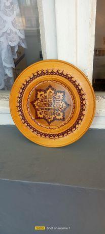 Пирографирана дървена чиния за стена