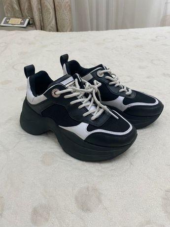Модные кроссовки Guess оригинал кожаные на осень