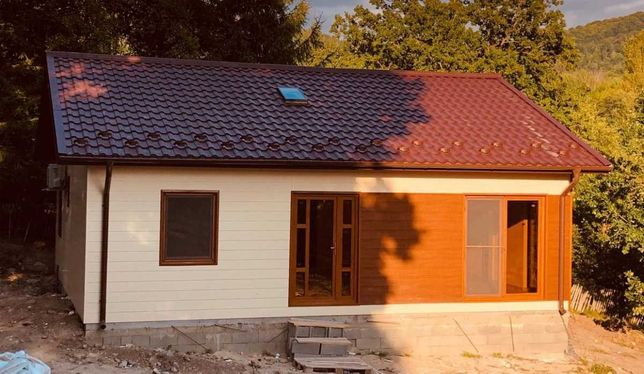 Casa, garaje auto din panou sandwich si cabane din lemn stil A