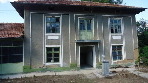 Двуетажна къща в с. Веселиново