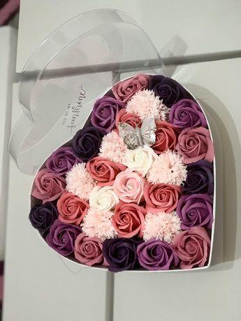 Buchete și aranjamente trandafiri de săpun