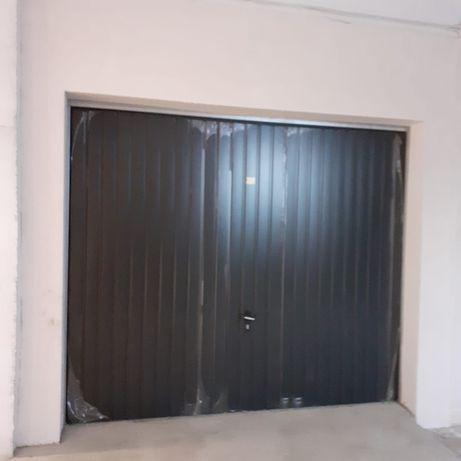 Vând garaj sub bloc