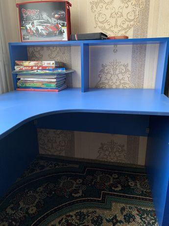 Стол детский ученический синего цвета продам