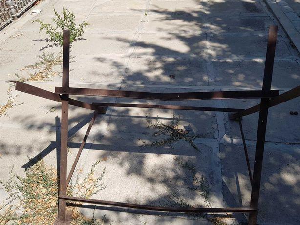 Козел железный для пилки дров