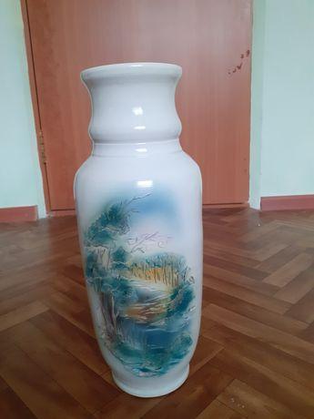 Продам вазы стеклянная и фарфоровая