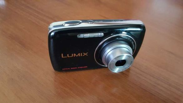 45Panasonic Lumix DMC-S1 12.1 MP Digital Camera + 4x Optical Image