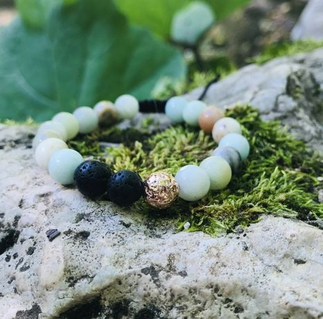 Ръчно изработена гривна от естествени камъни
