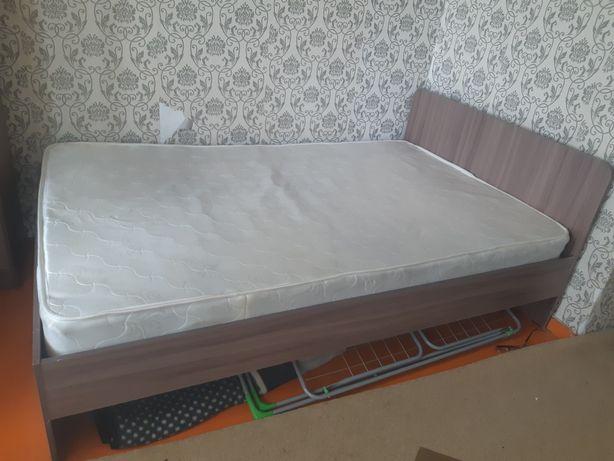 Кровать двуспальная и кресло